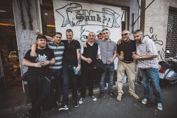 Šank?! s prijateljima i fanovima ispred Dirty Old Shopa (Foto: Roberto Pavić)