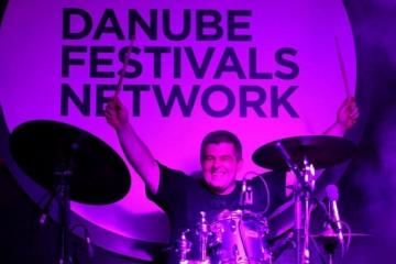 Trut - dugogodišnji bubnjar Rambo Amadeusa sjedi za bubnjevima u E-Playu