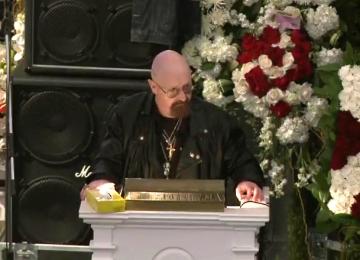 Rob Halford: Kad smo se Lemmy i ja sreli posljednji put, samo smo sjedili u tišini pet minuta. To nam se nikad do tada nije dogodilo. Ustao sam se, poljubio ga i rekao mu da ga volim.'
