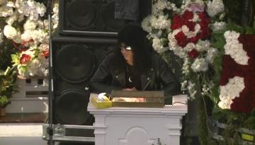 Slash na pogrebu Lemmyja Kilmistera
