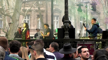 Glumački bend Chishche Lishche u sastavu Mia Anočić – Valentić (vokal), Ivan Đuričić (saksofon, harmonika, vokal), Hrvoje Kečkeš (bas gitara), Mario Mirković (gitara) i Luka Petrušić (bubnjevi) (Foto: Zoran Stajčić)