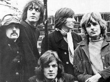 Pink Floyd snimljeni 1968. godine: Gilmour, Mason, Barrett, Waters i Wright (Izvor: Wikipedia)