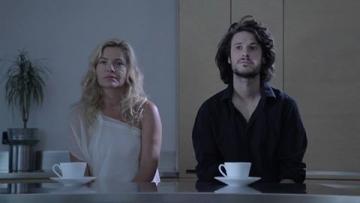 Miki Solus i Lucija Šerbedžija u spotu 'Lastavice'