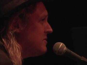Win Butler na Jam the Vote koncertu u Capitol Theatreu u Port Chesteru (Izvor: Youtube)