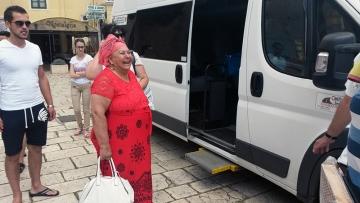 Ulazak u kombi, burek, pa odlazak za Skoplje