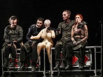 'Kazališna predstava s četiri glumca i...'