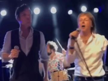 Brandon Flowers i Paul McCartney (Izvor: Youtube)