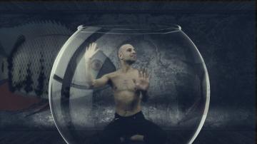 Prizor iz spota 'Gloria' (Redatelj: Denyken)