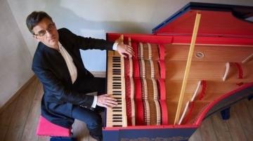 Slawomir Zubrzycki za violom organistom