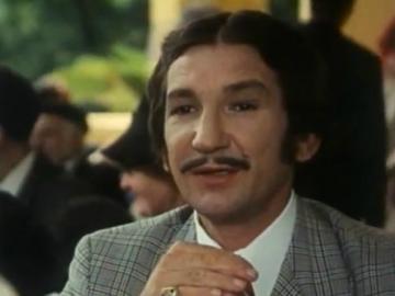 Relja Bašić kao Gospon Fulir u filmu Kreše Golika 'Tko pjeva zlo ne misli' (1970),  ulozi po kojoj će zauvijek biti upamćen (Izvor: Screenshoot iz filma)