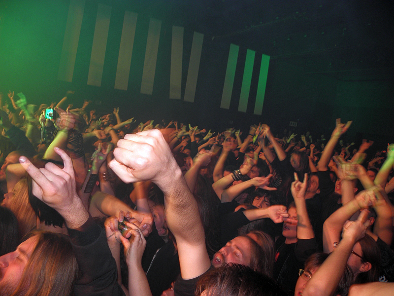 Publika na koncertu Amon Amartha (Foto: Bjesomor)