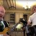 Pukli u karanteni: Robert Fripp iz King Crimsona i supruga u suludoj izvedbi pjesme 'Enter Sandman'